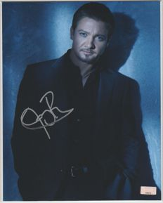 Jeremy Renner - signed 8x10 inch photo - autograph by actor Jeremy Renner  - COA from Celebrity Authentics