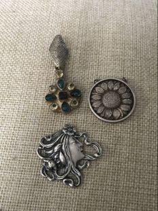 A vintage collection of Art nouveau hallmarked silver jewels