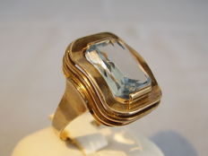 Ring with aquamarine spinel of 6 ct