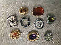 A vintage collection of Scottish themed brooches with (faux) gems stones