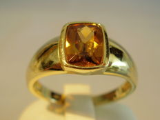 Golden 14 kt ring with faceted citrine approx. 1.8 ct