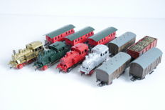 Märklin H0 - 3029 - 4 Repainted locomotives with 7 repainted freight carriages
