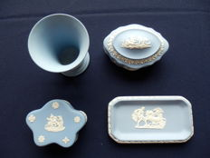 Collectie van 4 Wedgewood items.