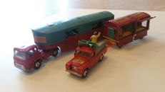 "Corgi (Major) Toys - Scale 1/43-1/48 - Lot with: Tractor unit Bedford Articulated Horse Box, No.1130, Land Rover 109 WB ""promo wagon"" No.487 and Circus Animal Cage, No.1123"