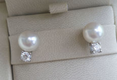 Earrings with 10mm pearls and 0.44 ct diamonds