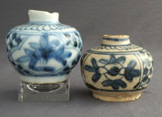 Round vases with floral decoration – China – circa 1550