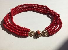 Necklace with glass beads and gold clasp, with red coral