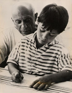 Unknown/United Press - Pablo Picasso and son Claude - 1955