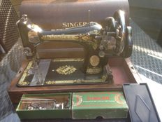 Old Singer 27K with hood, 1933