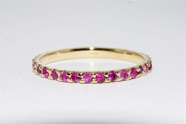 14 kt gold ring with natural rubies of 0.86 ct – ring size: