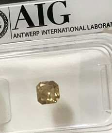 0.51 ct Radiant cut Diamond Fancy Vivid Orangy yellow  Si3