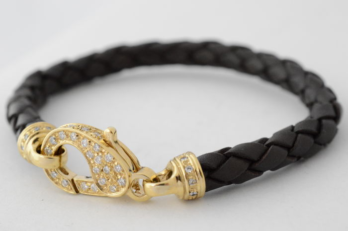 Modern, brown leather bracelet with brilliant cut diamonds, 1.50 carat – length: 19 cm