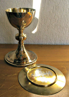 Beautiful vermeil church chalice set with precious stones and it's patten - in fitted box - France - 19th century