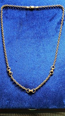 Necklace made of 18 kt gold. Length: 46 cm.