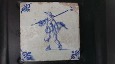 Delft tile Falconry Falconer with Falcon on glove 17th century tile Delft, Delft, beautiful condition