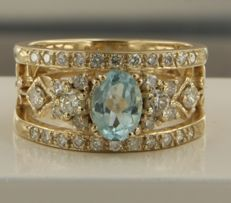 14k yellow gold ring set with 1 Topaz and 34 brilliant cut diamonds, ring size 17 (53)