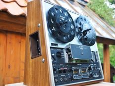 The slanting Sony TC-377  vintage seventies Tape-Deck with dust cover