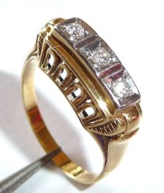 585 / 14kt antique ring in a horizontal shape with 0.12ct. Diamonds