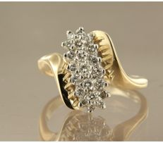14 kt bi-colour gold ring, set with 21 brilliant cut diamonds, approx. 0.60 carat in total ****NO RESERVE PRICE****
