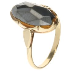 14K Yellow gold ring set with a Hematite - Inner size: 16 mm