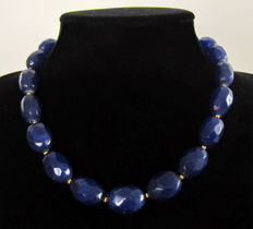 Necklace of faceted sapphires - 14 kt gold - approx. 300 ct.