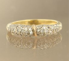 18 kt bi-colour gold ring, set with 60 brilliant cut diamonds, approx. 0.60 carat in total ****NO RESERVE PRICE****
