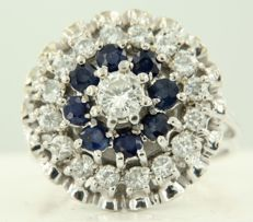 18k white gold ring set with brilliant cut sapphire and diamond, approx. 1.00 carat in total, ring size 17 (53)