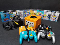 Nintendo GameCube Japanese version with 4 controllers and 8 japanese games