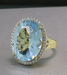 Blue topaz - Brilliant ring 18.40 ct, Swiss Blue, 750 yellow gold - no reserve price -