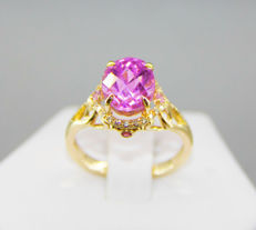 12 ct. pink kunzite ring with diamonds and sapphires, ring size 18,5