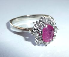 Ring made of 14 kt / 585 white gold with 0.25 ct brilliant-cut diamonds and an approx. 1 ct ruby.
