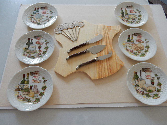 Beautiful cheese service with tray - 6 name pins - 3 Laguiole knives and 6 & Beautiful cheese service with tray - 6 name pins - 3 Laguiole knives ...
