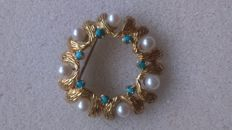 750 yellow gold brooch with pearls and turquoise wreath