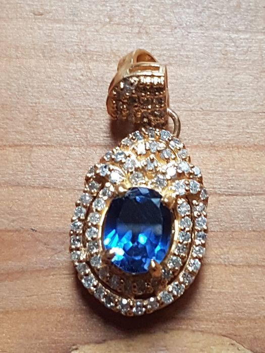 2.85 Ct Diamond & Oval Shape Blue Tanzanite Pendant