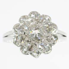 Vintage cocktail ring from the fifties with 19 good qualitiy rose cut diamonds