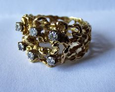 Stunning 1970's Ladies Heavy Gold and Diamond Ring