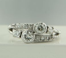 14k white gold ring set with 12 diamonds, approx. 1.00 carat in total, ring size 17.5 (55)