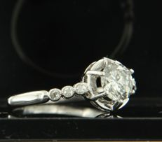 Platinum ring set with 0.56 ct brilliant cut diamond and 6 old single cut diamonds of 0.05 ct, ring size 16 (50)