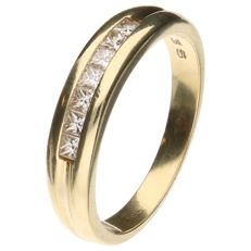 14 kt yellow gold ring set with 7 princess cut diamonds of 0.05 ct each - Ring size 17.75 mm