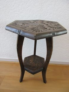 Art Nouveau style plants table or pedestal, Netherlands, ca. 1910