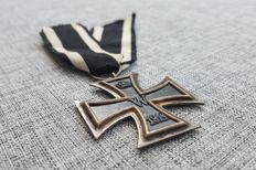 Very sharp struck iron cross 2nd class WW1 > Maker ' A ' Assmann