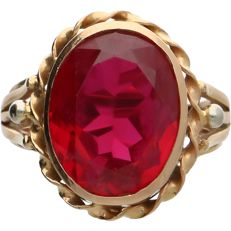 18k Yellow gold ring set with a synthetic Ruby - Inner size: 17 mm
