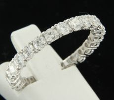 14k white gold full alliance ring set with 23 brilliant cut diamonds of approx. 1.20 carat in total ring size 18 (57)