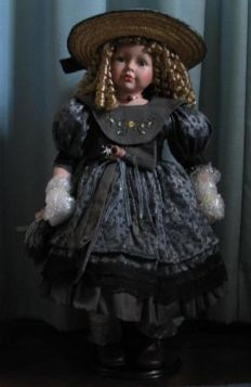 Genuine Porcelain Doll Windsor Engeland