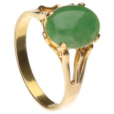 18 kt yellow gold ring set with jade – Ring size 16.75 mm