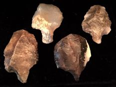 Mid-Paleolithic interesting lot of four arrows , silex and agata  -  58 / 51 / 53 / 47 mm (4)