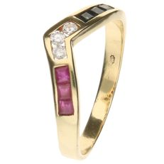 14k Yellow gold ring set with 3 princess cut Rubies, Sapphires and 3 brilliant cut diamonds of approx. 0.06 ct in total - Inner size: 18.50 mm