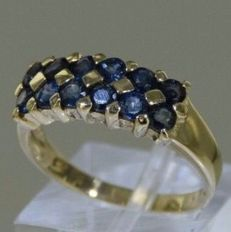 14 kt solid yellow gold cocktail ring set with sapphires – Size: 53.