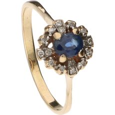14k Yellow gold rosette ring set with a blue sapphire and 16 diamonds of approx. 0.08 ct in total - Ring size: 19 mm.