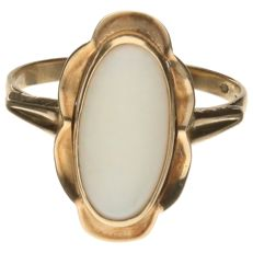 14k yellow gold ring with a white opal - Ring size 17.75 mm